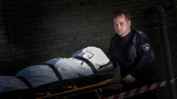 Politie brengt slachtoffer weg - Creative own Work - Diana van Neck - Fotograaf Zutphen